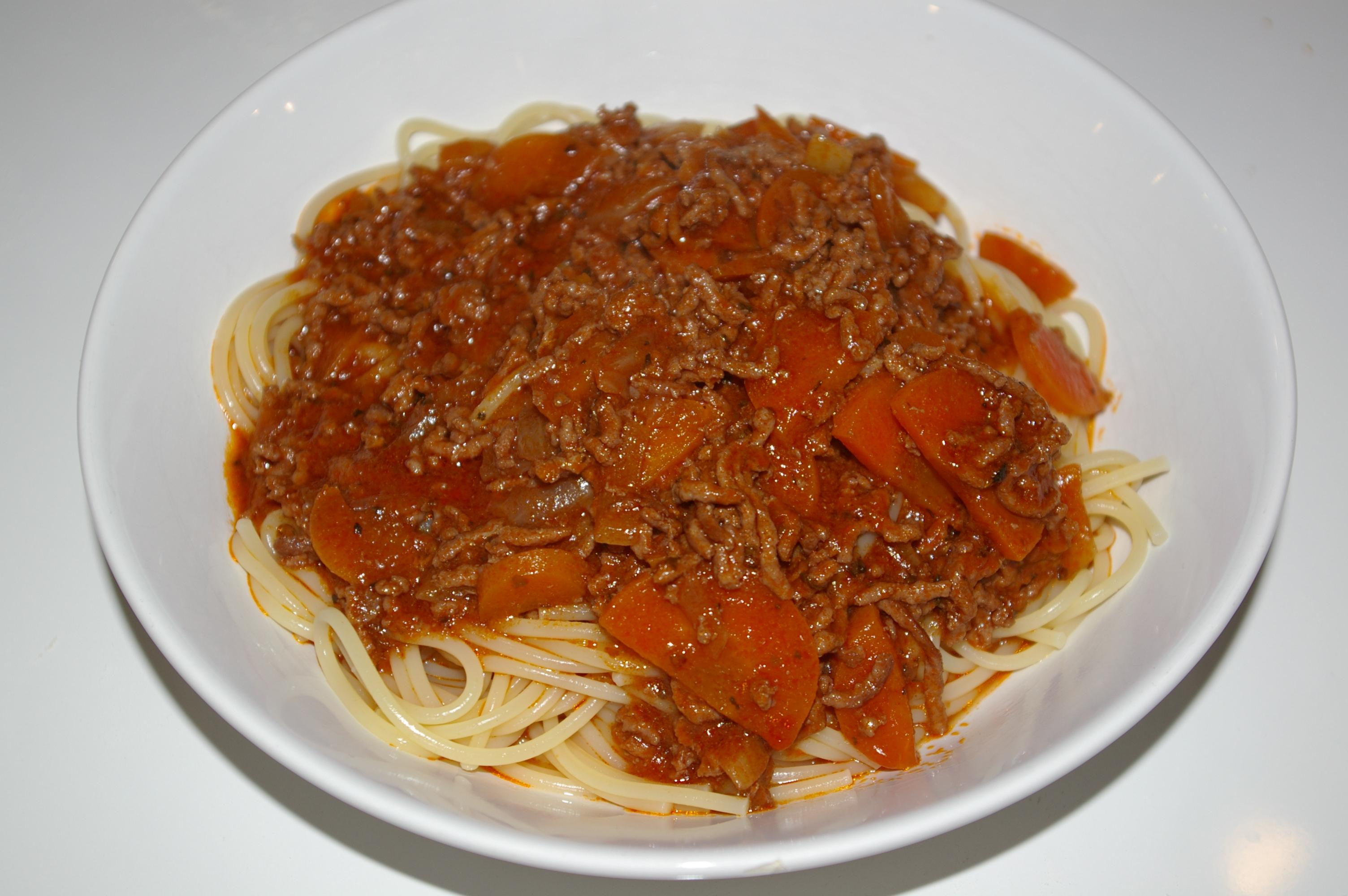 einfaches spaghetti bolognese rezept i helf dir. Black Bedroom Furniture Sets. Home Design Ideas