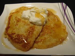 Pancakes mit Honig und Creme Fraiche