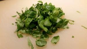 Penne in Tomaten soße mit Oliven Basilikum und Pecorino (2)